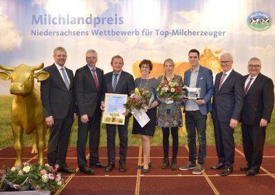 """Der Hof Bünkemühle der Familie Deboven aus Warpe-Helzendorf im Landkreis Nienburg erhielt die """"Silberne Olga""""."""